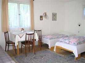 Interiér bungalovu je účelně zařízen