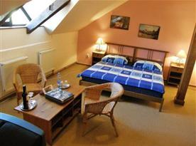 Pokoje v hotelu jsou moderně a prakticky řešeny