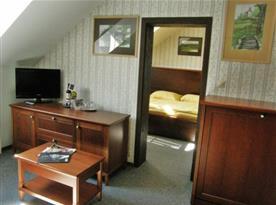 Prostorné hotelové apartmá se samostanou ložnicí a obývacím pokojem