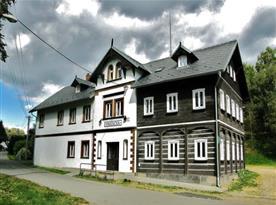 Penzion Pražačka (500 m od areálu Malevil)