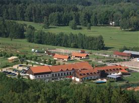 Pohled na rozsáhlý areál zasazený v krásné přírodě Lužických hor
