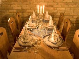 Posezení ve vinném sklepě vhodné pro firemní akce či rodinné oslavy