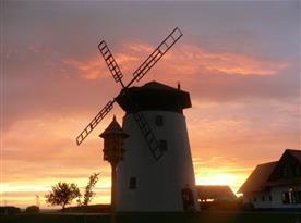 Večerní romantický pohled na mlýn a Mlynářskou restauraci