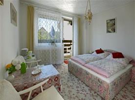 Pokoj s příslušenstvím na pokoji ,SAT, WiFi, lednička, varná konvice a základní nádobí, balkon