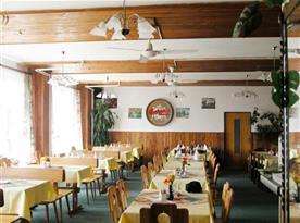 Prostorná restaurace hotelu