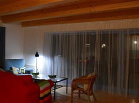 1. NP - obytna kuchyň posezení u francouzského okna