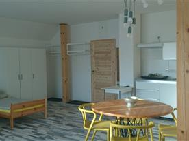 2. NP - Apartmán SUNRISE - jídelní stůl + kuchyňský kout