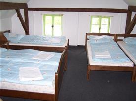 Ložnice A s lůžky a nočními stolky