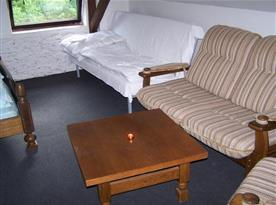 Ložnice B s lůžky, sedací soupravou a rozkládací pohovkou