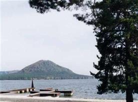 Okolí rekreačního střediska - pohled na Máchovo jezero