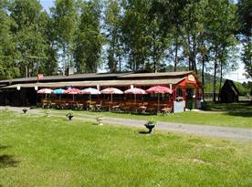 Celkový pohled na restaurace s letní zahrádkou