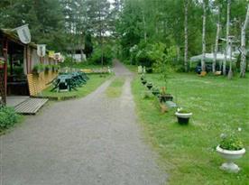 Restaurace s letním posezením a areál objektu