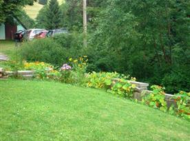 Udržovaná zahrada penzionu