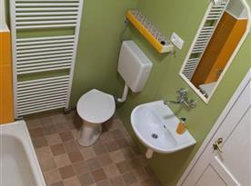 Koupelna je moderní pro váš pohodlný pobyt.