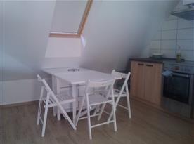 Podkrovní apartmán - jídelní kout