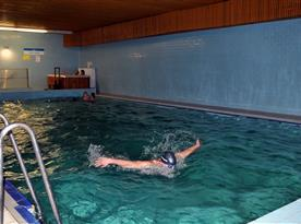 Vnitřní vyhřívaný bazén v hotelu Kamzík