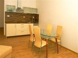 Apartmán s kuchyňským a jídelním koutem