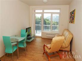 Apartmán se sedací soupravou, televizí, Wi - Fi připojením a balkónem