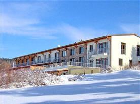 Apartmánový dům v zimě
