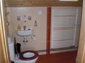 Koupelna s WC a umývadlem
