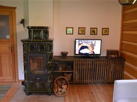 Obývací pokoj s kachlovými krbovými kamny
