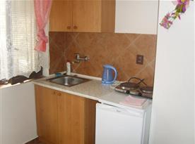 Plně vybavená kuchyně na pokoji