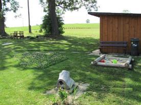 Dětské pískoviště s posezením na lavičce
