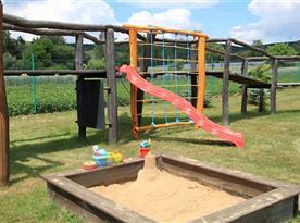 Část dětského hřiště