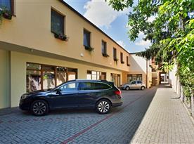 Uzavřené parkoviště monitorované kamerovým systémem