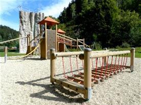 Dětské hřiště a horolezecká stěna