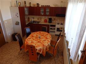 Vybavená kuchyně v prvním patře