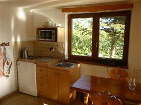 Plně vybavená kuchyňka ve společenské místnosti