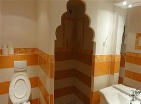 Apartmán INDIE -  koupelna se sprchovým koutem