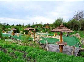 Součástí areálu je Putting - golfové hřiště