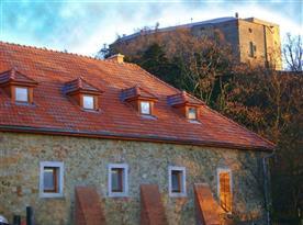 Penzion je umístěn přímo v podhradí hradu Buchlov