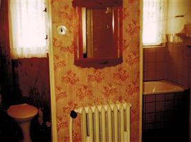 Předsíň se sam. vstupy na WC a do koupelny s vanou
