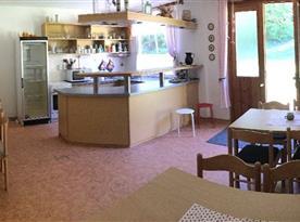 Vybavená kuchyně s jídelnou