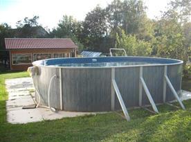 Bazén na pozemku společný i pro druhý objekt