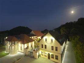 Noční pohled na hotel Buchlov