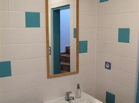 Sociální zařízení v přízemí se sprchovým koutem