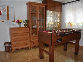 Spoločenská miestnosť - jedáleň so stolným futbalom
