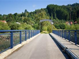 Most Lásky a priateľstva, na ktorom je možnosť pripnúť si zámok lásky