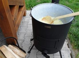 K dispozici sytlový kotlík na vaření
