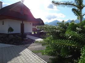 Okolí chaty s krásným výhledem na Vysoké Tatry