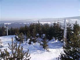 Lyžařské středisko za obcí