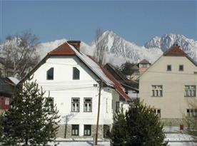 Zimní pohled na apartmánový dům