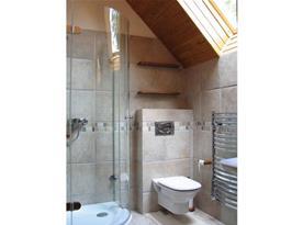 Apartmán C - moderní koupelna se sprchovým koutem