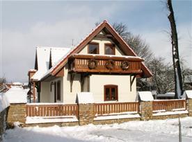 Celkový pohled apartmánový dům v zimě