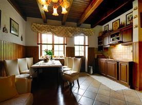Apartmán A,B - stylová jídelna s kuchyní