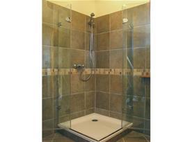 Apartmán A,B - moderní koupelna se sprchovým koutem